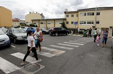 En la imagen, tomada ayer, un momento de la salida en el colegio de A Solaina.