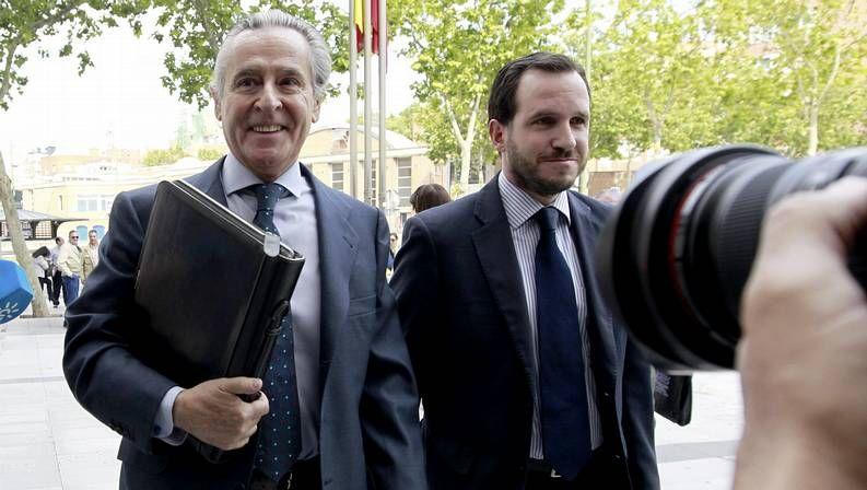 Blesa sale de prisión.Miguel Blesa (izquierda) llega a los juzgados de Plaza de Castilla