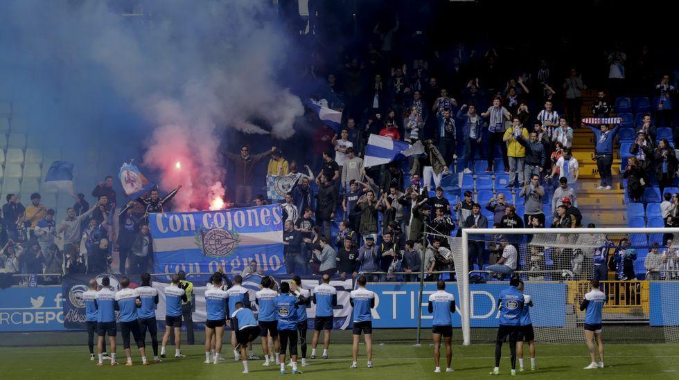 La UEFA amenaza con expulsar a Rusia e Inglaterra.Fans polacos con una de las últimas cervezas que se servirán en la Euro 2016