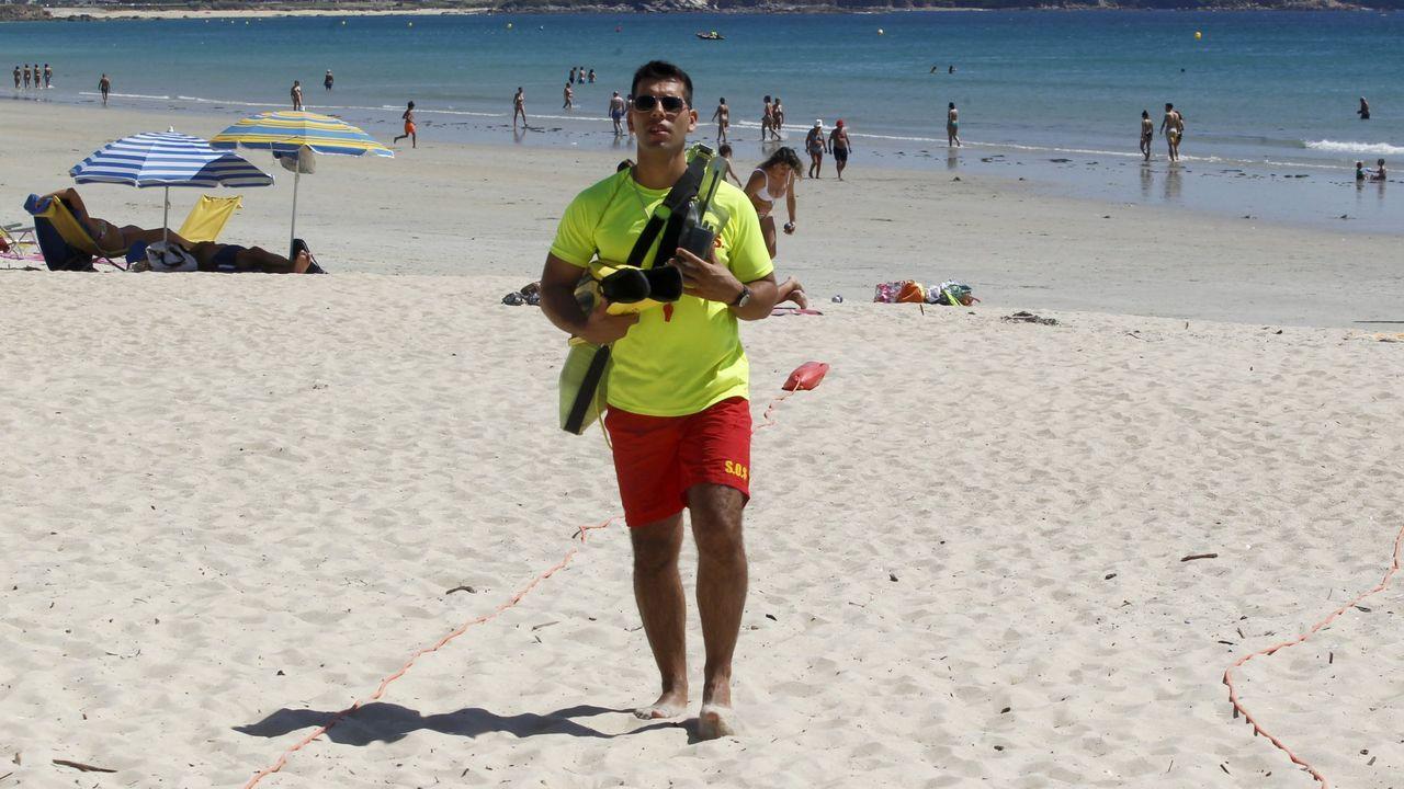 Socorristas en la playa de A Lanzada