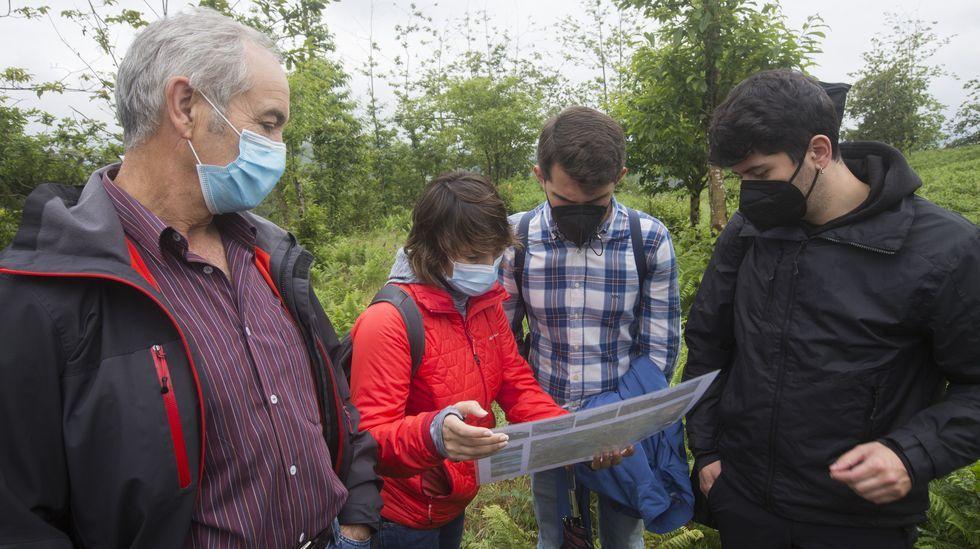 La última de las jornadas Parque do Megalitismo, en imágenes.Claudia Rodríguez, Iria Regueiro y Ana Rodríguez, en el pazo de Arenaza