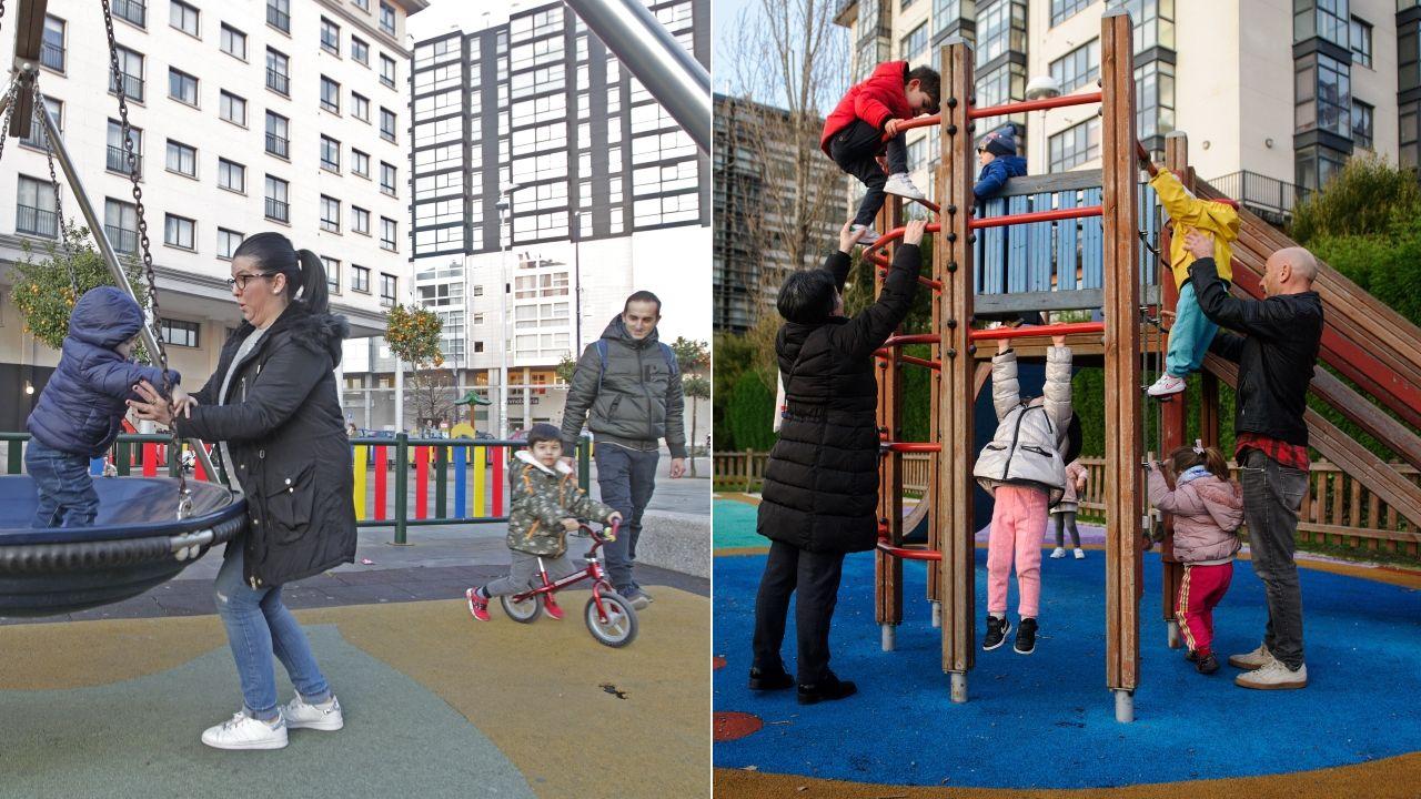 Padres jugando con sus hijos en los parques infantiles de Navia y Novo Mesoiro