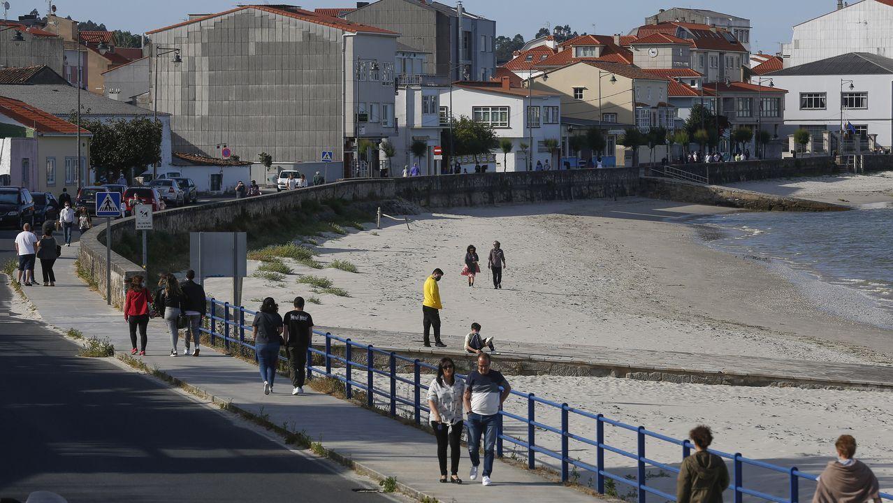 Ares, con una playa en pleno casco urbano, es uno de los municipios más demandados