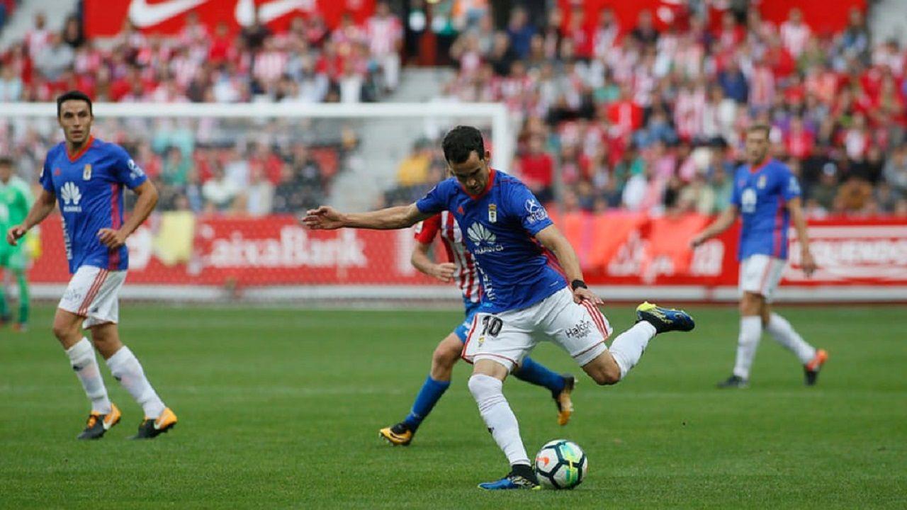 Miguel Linares en el Sporting-Oviedo