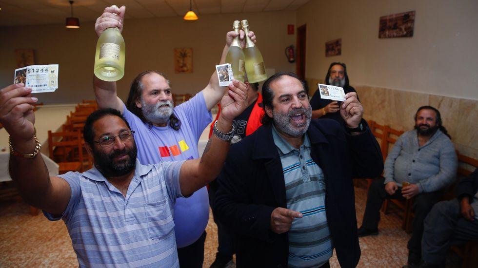 Celebraciones y anécdotas de la lotería de Navidad en la provincia de Pontevedra.Cascotes caídos de los edificios en la localidad granadina de Santa Fe