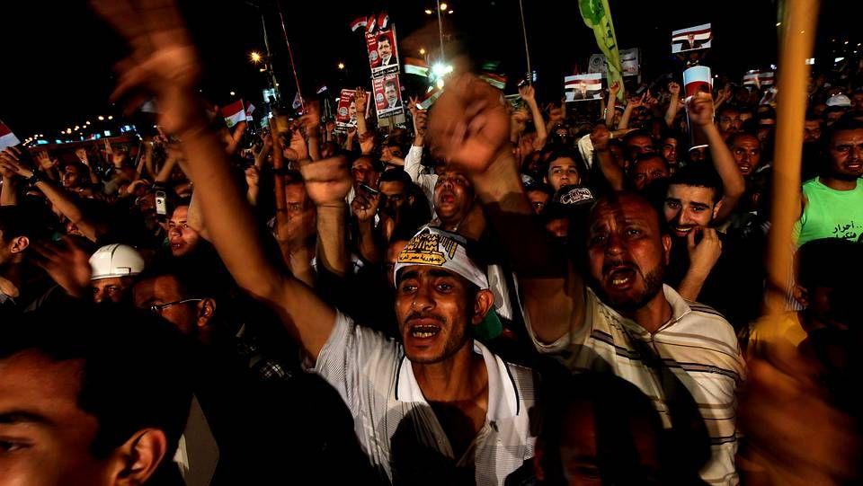 En imágenes, el pueblo egipcio tras el ultimátum del Ejército.Helicópteros militares y miles de personas festejan en la plaza Tahrir la caída de Mursi.
