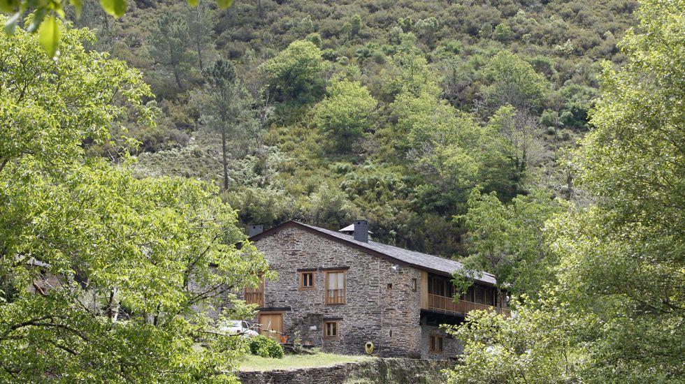 Los gallegos buscan ríos y playas para refrescarse