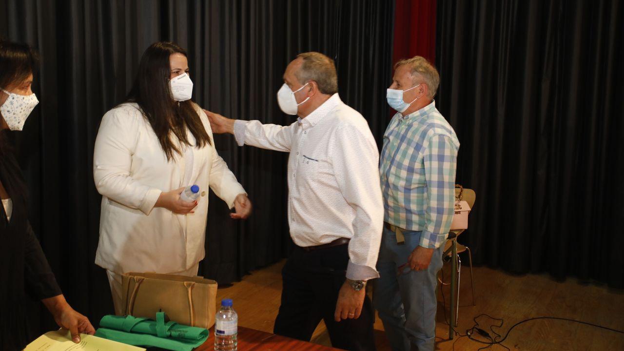 Rocío Seijas recibe las primeras felicitaciones tras prometer el cargo como alcaldesa