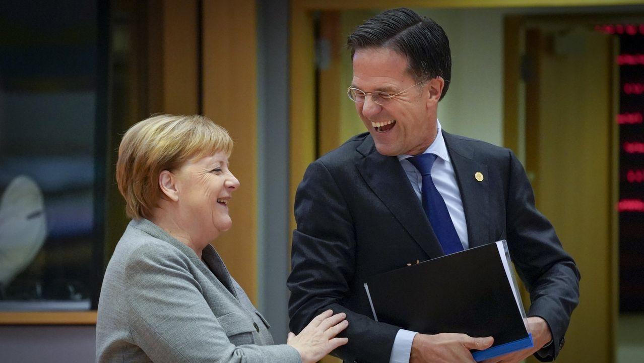 La canciller alemana, Angela Merkel, conversa con Sánchez y el lídes holandés, Mark Rutte