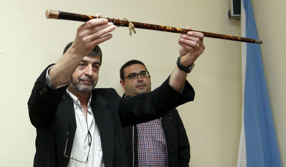 José Luis Pajón (PSOE), con el bastón de mando.