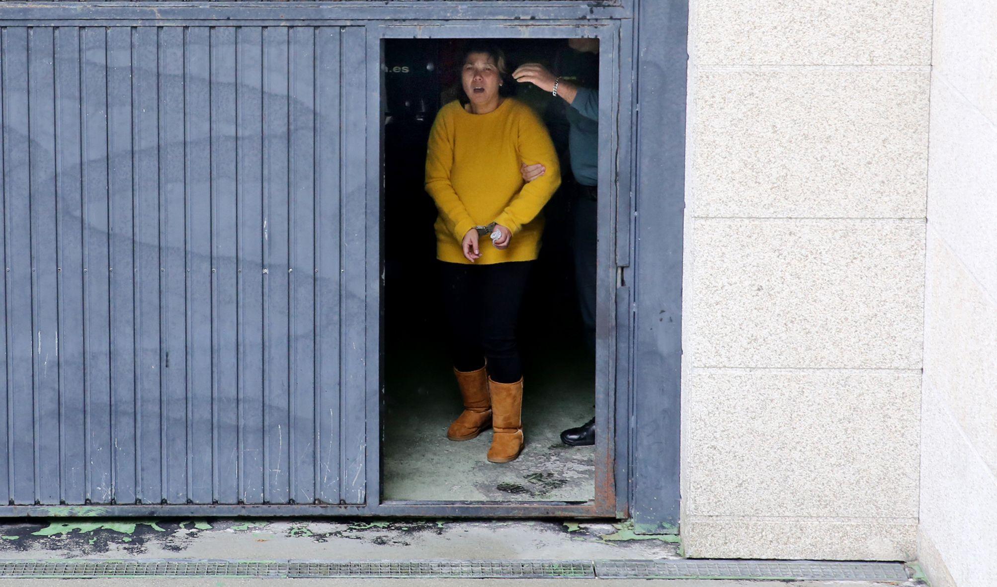 La detenida, al salir del juzgado rumbo a prisión