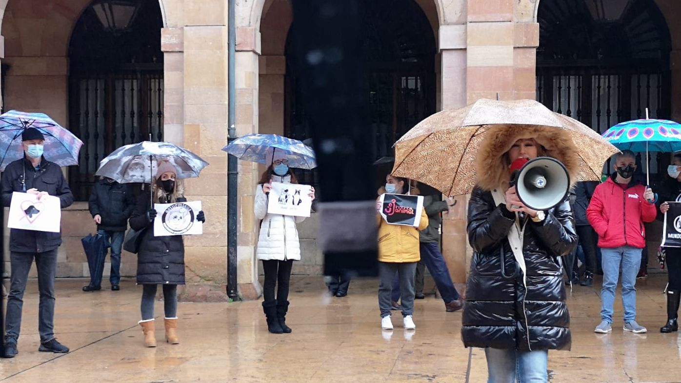 Manifestación contra la cesión del albergue municipal