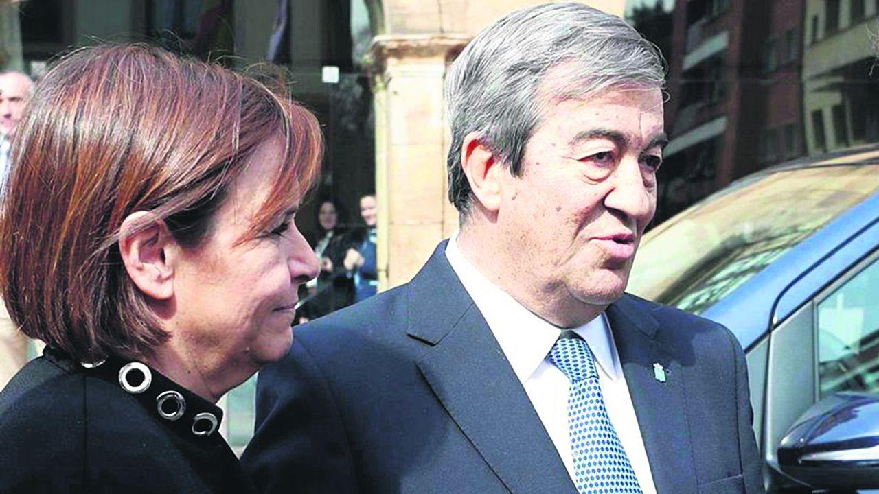 Sánchez comparece tras plantear a los presidentes autonómicos una nueva prórroga.Francisco Álvarez Cascos y Carmen Moriyón