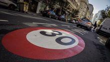 bazan.Carril de Zona 30 en la calle Juan Flórez de A Coruña
