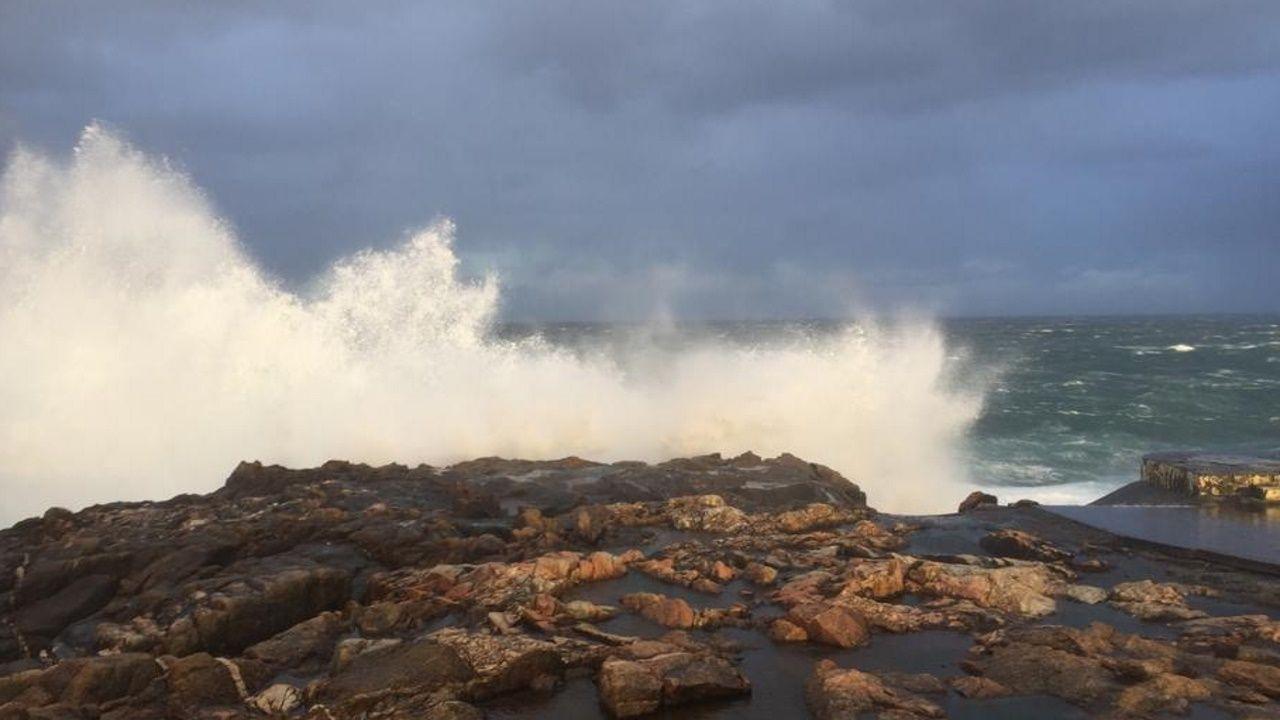 Karine azota la costa coruñesa