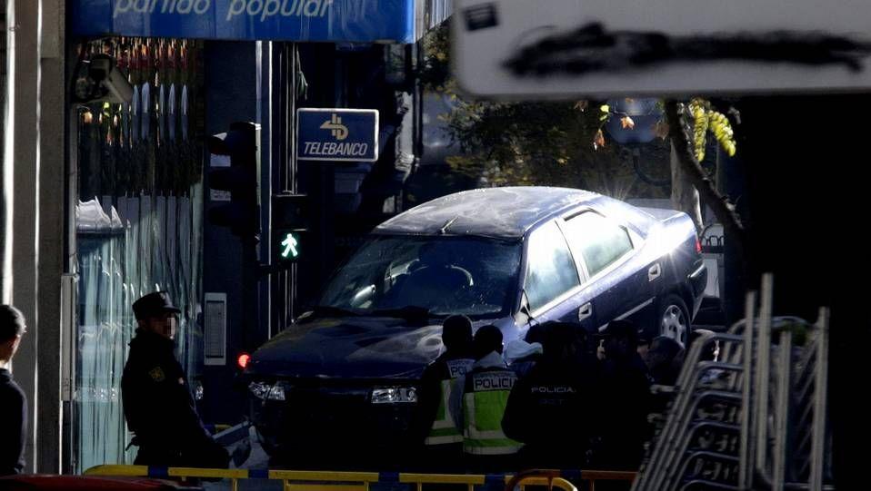 coche_portada.Imagen del vehículo en el interior de la sede del PP