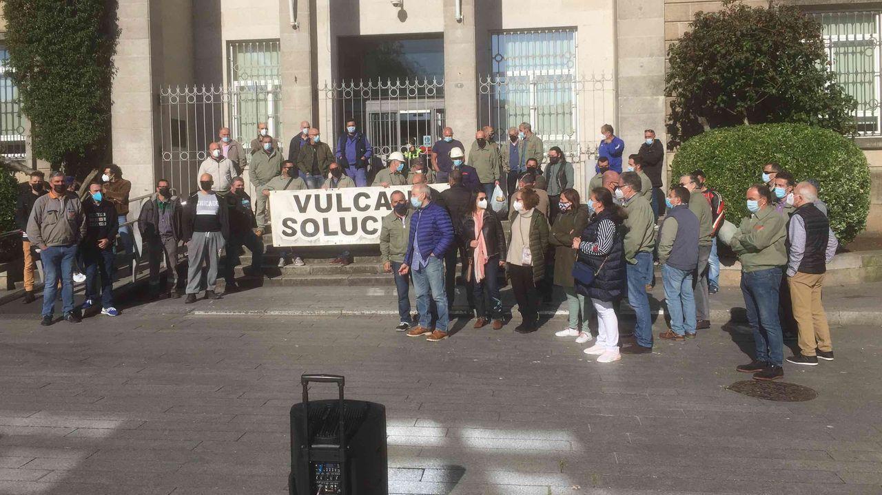 El Sea Cloud Spirit, de estreno.Los participantes en la manifestación conjunta de CC.OO. y UGT partieron de Porta Nova y finalizaron en la plaza de Armas