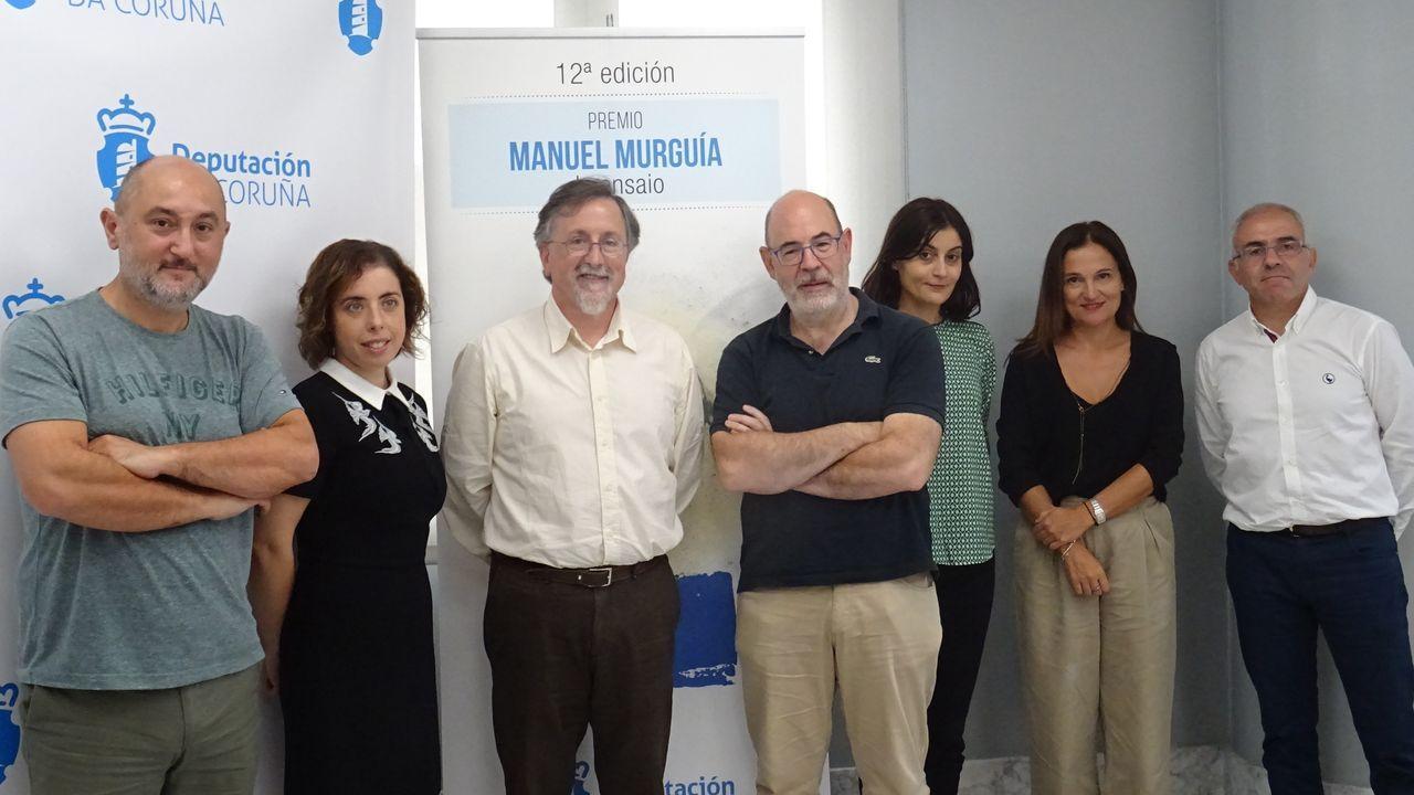 Búscate en la comida solidaria de la asociación de afectados de lupus.Foto de familia do xurado do premio Manuel Murguía na súa 12.ª edición