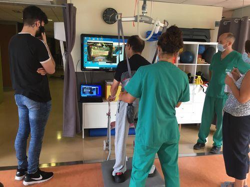 Alejandro López, estudiante de la UDC, prueba su aplicación en pacientes de Aspace Coruña