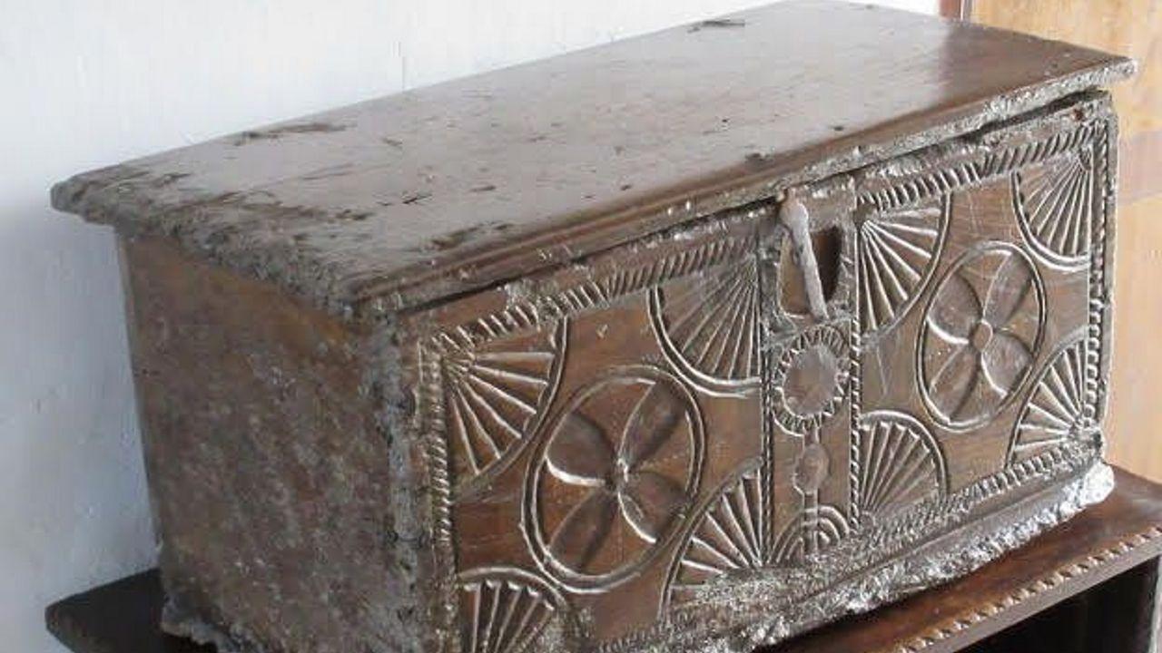 En esta arca de madera de cedro, que se conserva en una casa del municipio de Tapia de Casariego, llegó el primer maíz a España hace 400 años