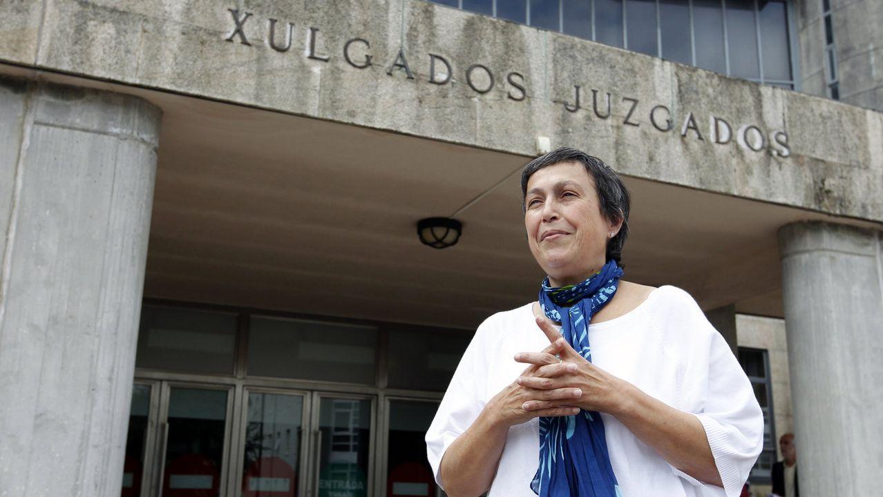 En una imagen de archivo, la directora del Imelga, Beatriz Otero, en los juzgados de Santiago, en los que está ubicado actualmente el instituto de medicina legal