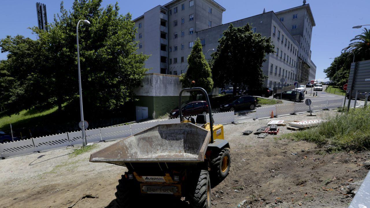 Obras para la zona de estacionamiento gratuito en el hospital materno infantil Teresa Herrera de A Coruña (Chuac)