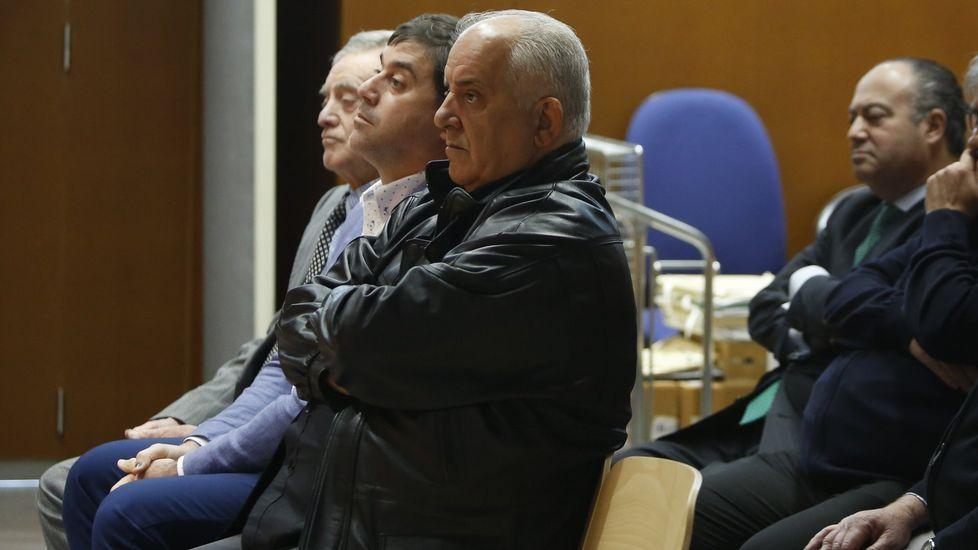 La Audiencia Provincial de Oviedo continua hoy el juicio por las presuntas irregularidades contables en el Centro Niemeyer de Avilés. En la imagen, el exjefe de producción del complejo cultural Marc Martí (2d), el exagente de viajes José María Vigil (1d), el exdirector general de la Fundación Niemeyer, Natalio Grueso (1i), y su exesposa, Judit Pereiro (2i)