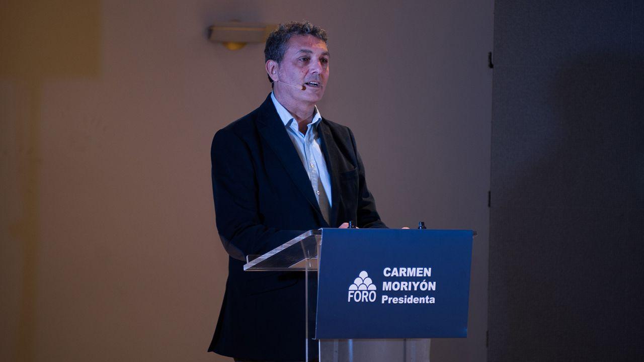 Carril de tren de Arcelor, en Veriña.Fernando Tejada, candidato de Foro a la alcaldía de Oviedo