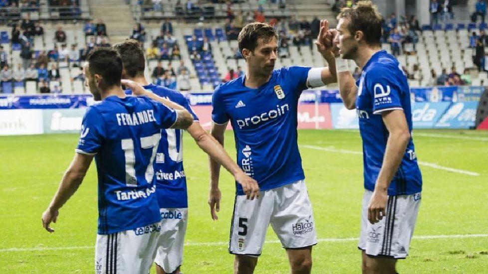 Los jugadores celebran el primer tanto del Oviedo ante el Tenerife