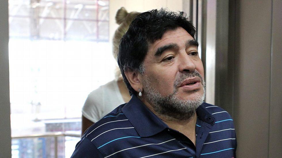 Maradona pasa por quirófano.Maradona acudió a Venezuela para la grabación de un programa de televisión y se convirtió en Trending TOpic en Argentina por su nuevo aspecto.