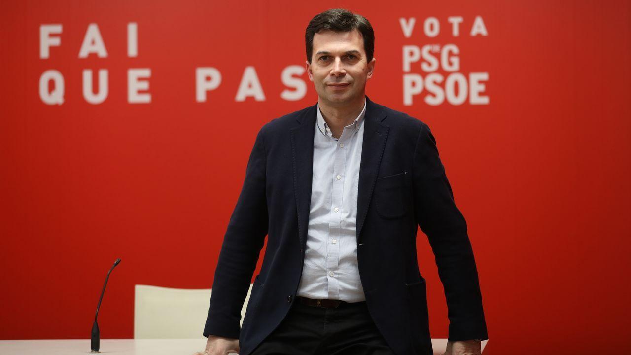 Feijoo llama a frenar el giro a la derecha de Casado y a «ensanchar» las bases del PP.El presidente de la Xunta anunció la medida en la sesión de control en el Parlamento