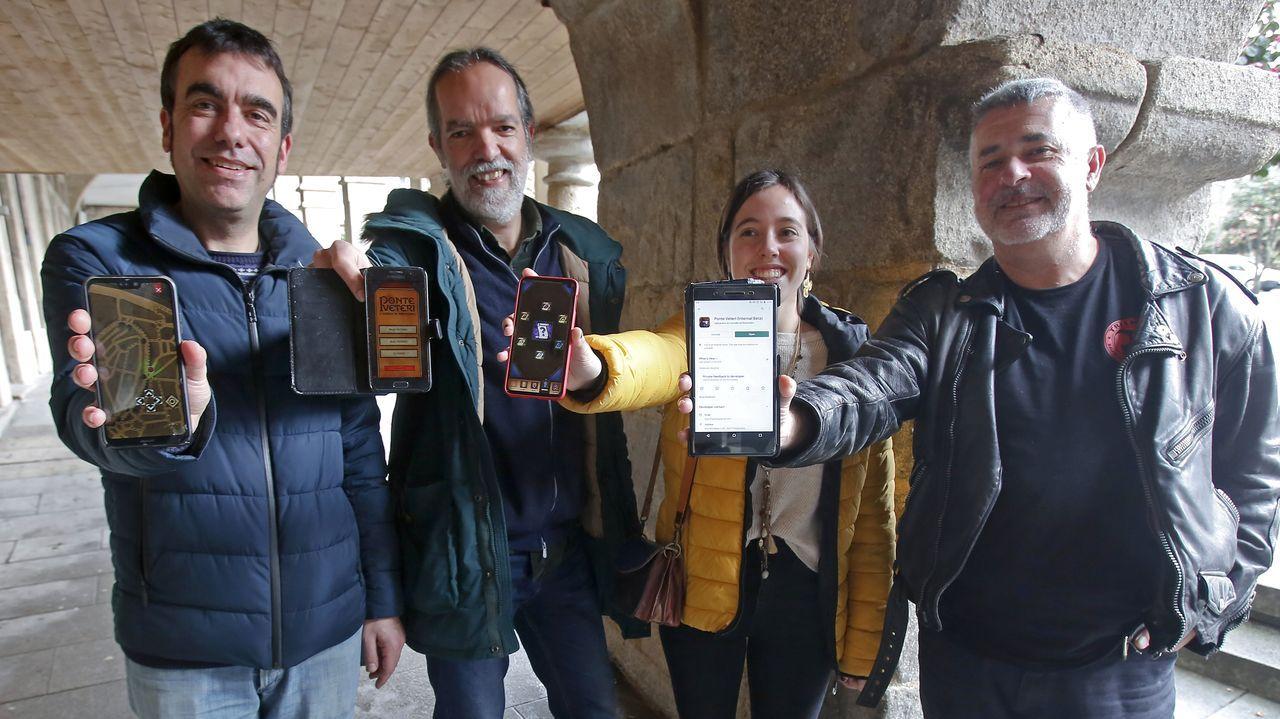 Drones y escáneres en la iglesia de Xil.El investigador Felipe Aira (al fondo a la izquierda) habló en Tui sobre la historia de la antigua comunidad judía de Monforte