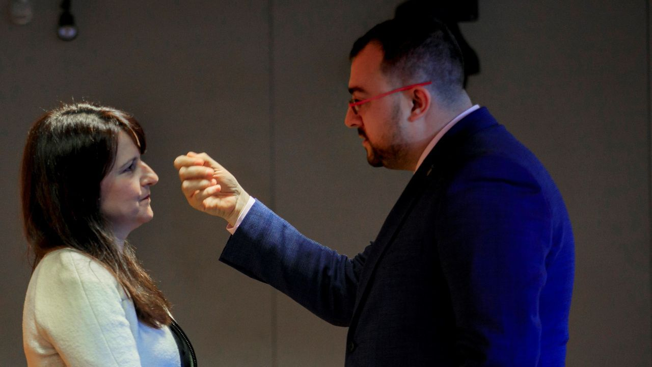 El presidente del Principado, Adrian Barbon y la portavoz de Ciudadanos, Laura Perez.