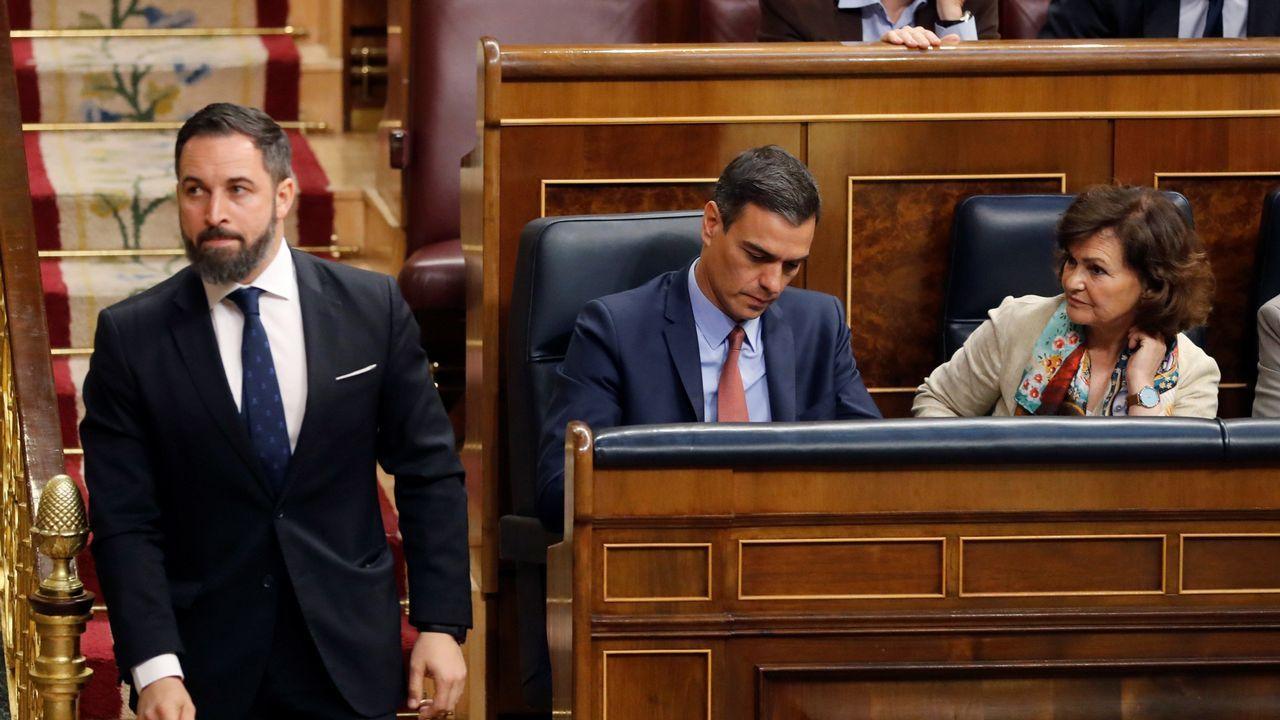 Abascal pasa junto a Sánchez y Calvo