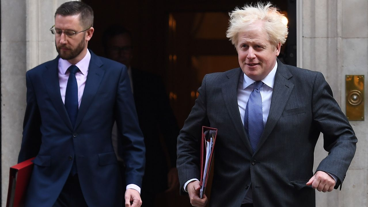 Boris Johnson sale, este martes, de Downing Street