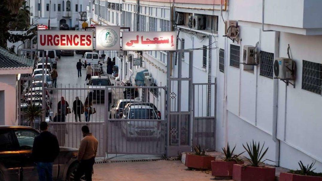 Agentes de policía desplegados en el lugar de uno de los atentados suicidas en el centro de la capital de Túñez
