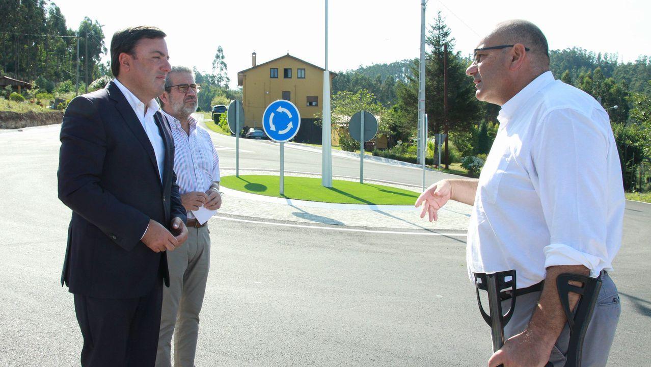 Vigo vuelve al cole sin problemas con las obras y el tráfico.Autobús escolar compartido en el área de Carballo