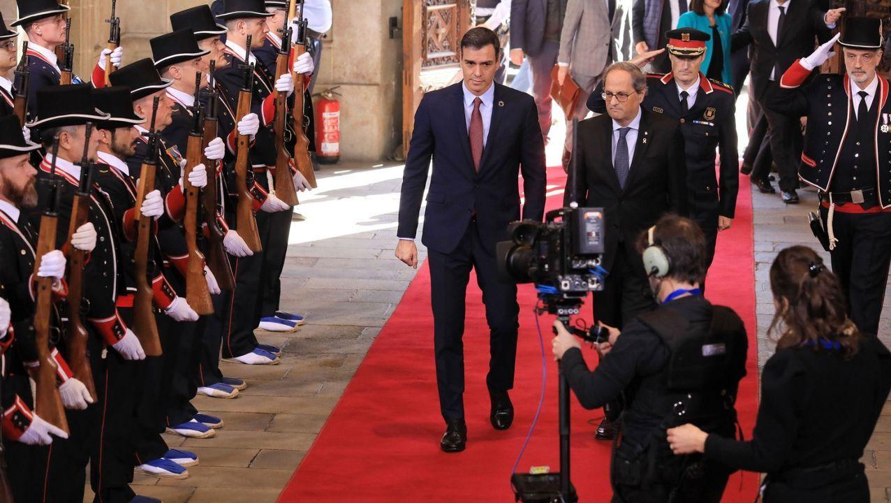 El presidente de la Generalitat, Quim Torra, recibe al presidente del Gobierno central, Pedro Sánchez, en el Palau de la Generalitat
