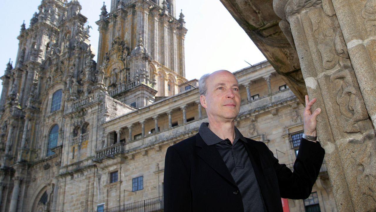 Jorge Mira, el autor del artículo, con Roger Penrose en Santiago en el 2011