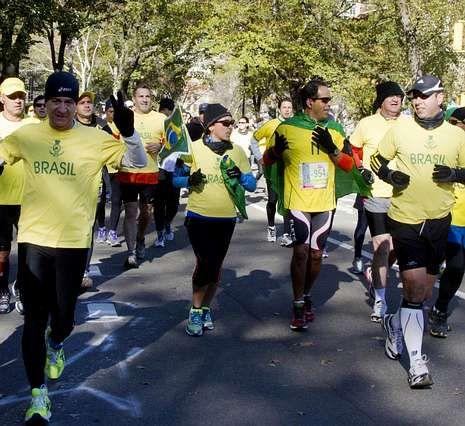 Atletas brasileños pusieron color al maratón.