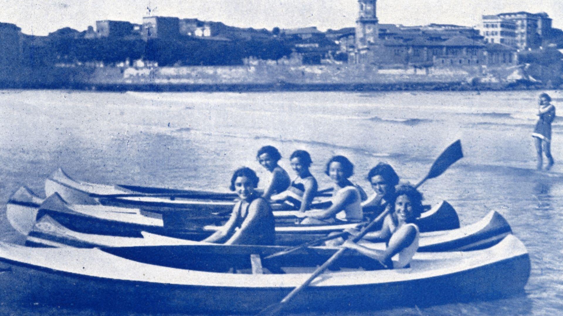 La playa de San Lorenzo, en los años 30.María José Capellín, en la plaza del Parchís