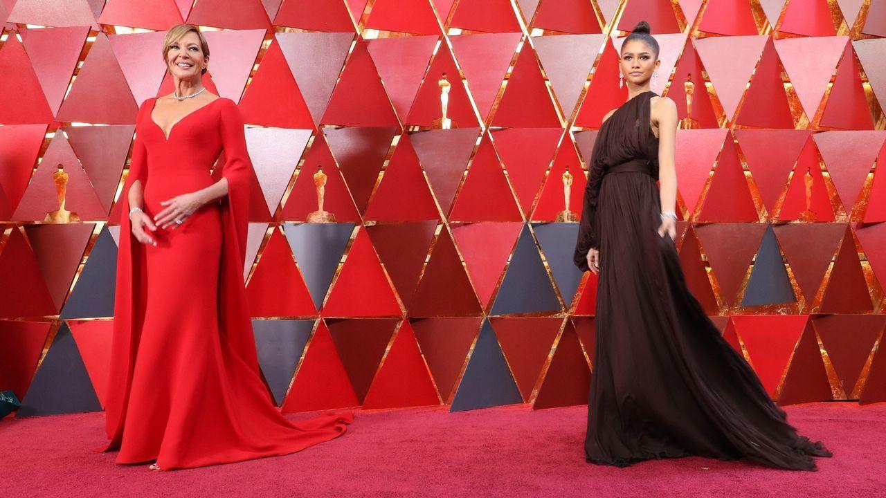 Allison Janney y Zendaya posando en la alfombra roja