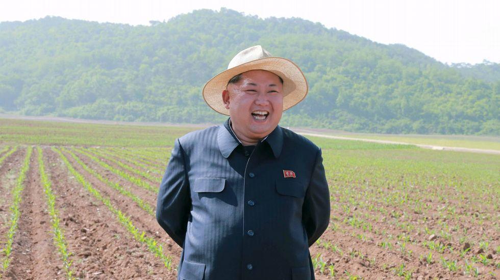 El líder norcoreano King Jong-Un toma la misma medida contra el calor que su predecesor, su padre Kim Jong-Il