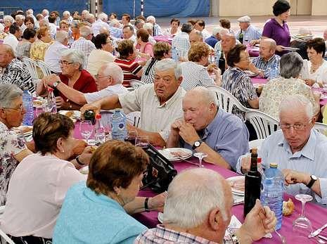 Más de 25o personas participaron en la comida de Monterroso.