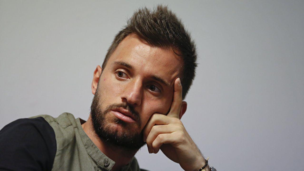 En directo: Presentación de Çolak como nuevo jugador del Dépor.Mossa lucha por un esférico con Pombo