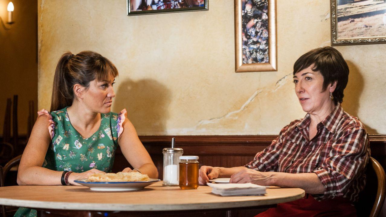 Jenny Holzer en Bilbao.Estíbaliz Veiga (izquierda) y Mariana Carballal protagonizaron la película de Adriana Páramo rodada en el restaurante Galicia de Londres