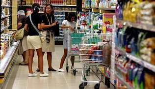 separadas.El día de la inauguración del supermercado acudieron numerosos clientes desde primera hora