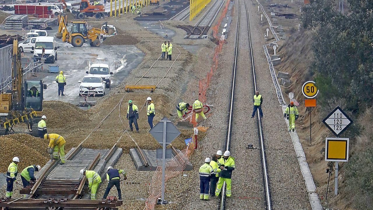 Casado aterriza en Asturias.El acceso ferroviario al puerto exterior de A Coruña es uno de los proyectos de obra pública que señalan como pendientes