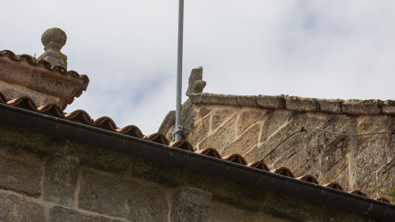 El rey preside la reunión del Patronato de Santiago.Parte de esta cruz de la imagen se vino al suelo