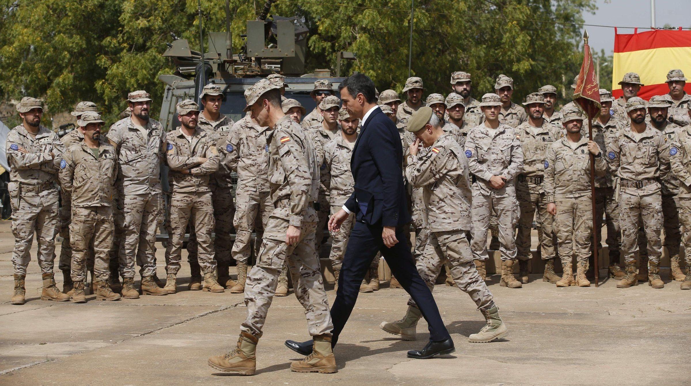El presidente del Gobierno, Pedro Sánchez, en Mali durante una visita al contingente militar español desplegado en ese país de África Occidental.